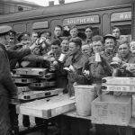 THE BRITISH ARMY IN THE UK: EVACUATION FROM DUNKIRK, MAY-JUNE 1940 (H 1632) Evacuated troops enjoying tea and other refreshments at Addison Road station, London, 31 May 1940. Copyright: © IWM. Original Source: http://www.iwm.org.uk/collections/item/object/205197155