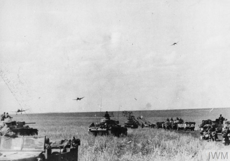 THE BATTLE OF KURSK, JULY-AUGUST 1943 (HU 40710) Junkers Ju 87 Stuka dive bombers returning to their base fly low over an advancing German column of Panzer III tanks and softskin vehicles on the Orel front, July 1943. Copyright: © IWM. Original Source: http://www.iwm.org.uk/collections/item/object/205084189